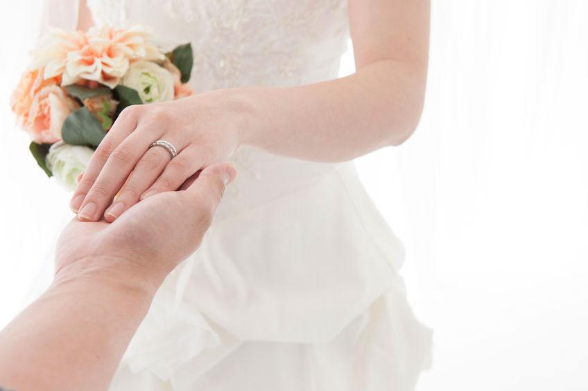 訂婚戒指該戴哪隻手?挑選訂婚戒指3大重點!
